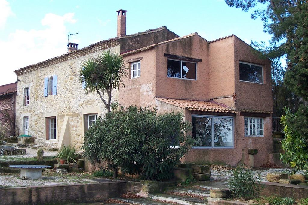 Casa a roquemaure studio di architettura gmb for Case di architettura spagnola
